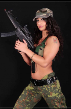 Stripperin als Army Girl